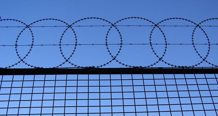 fencing-1217317_718x382