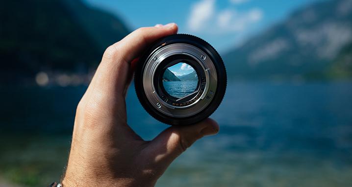 lens-1209823_1920_718x382